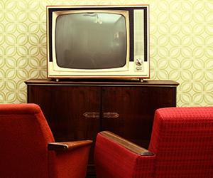 Ein relativ alter Fernsehschrank